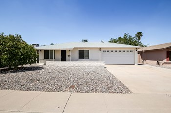 2324 E PARADISE Dr 3 Beds House for Rent Photo Gallery 1