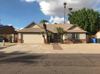 4932 W WESCOTT Dr 4 Beds House for Rent Photo Gallery 1