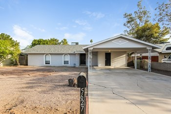 5627 W SUNNYSLOPE Lane 4 Beds House for Rent Photo Gallery 1