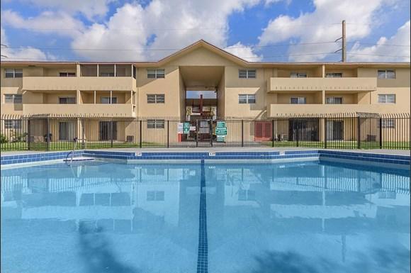 Lake Shore Presidential Apartments 1260 Nw 95 St Miami Fl Rentcafe