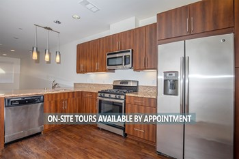 3040 North Oxnard Boulevard 2-3 Beds Apartment for Rent Photo Gallery 1