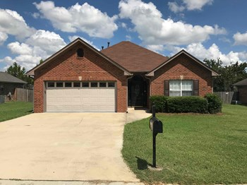 146 Hickory Point Dr 3 Beds House for Rent Photo Gallery 1