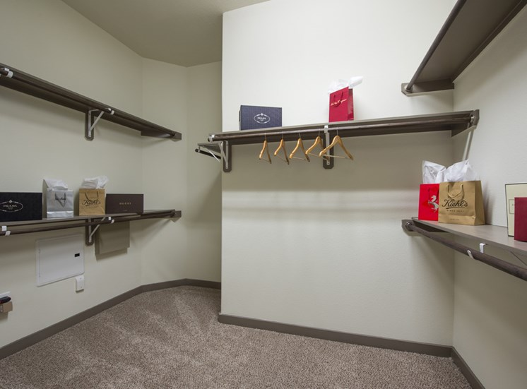 walk-in closet apartments in memorial houston