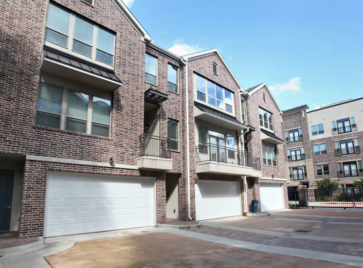 apartments in memorial houston with garages