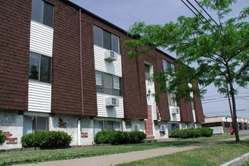 1717 - 1735 Caravelle Dr. 1-2 Beds Apartment for Rent Photo Gallery 1