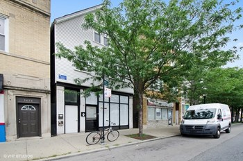 3452 Irving Park 2-3 Beds Apartment for Rent Photo Gallery 1