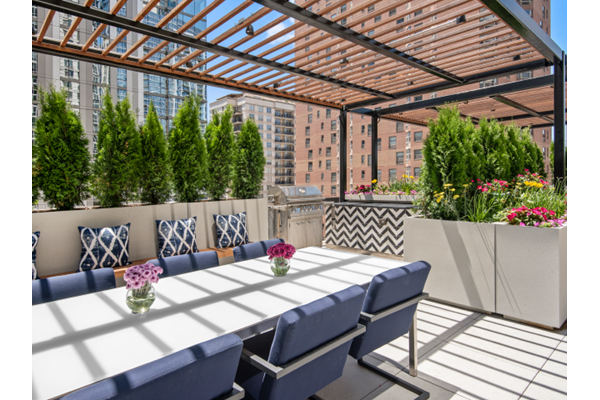Sundeck at One East Delaware, Chicago, Illinois