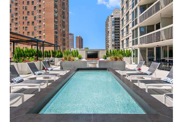 Outdoor Terrace with Water Feature at One East Delaware, Chicago