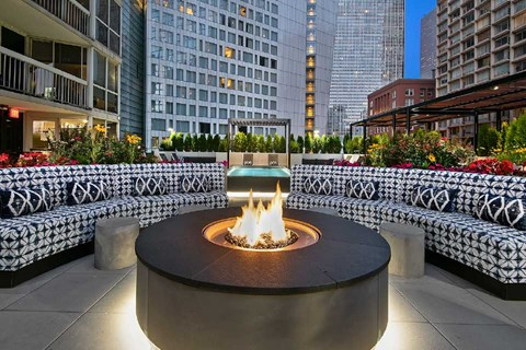 Fire pit  at One East Delaware, Chicago