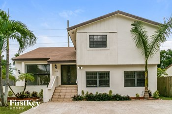 3416 SW 116 Pl 4 Beds House for Rent Photo Gallery 1