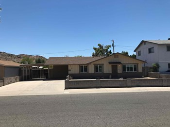 2219 E CLAIRE Dr 3 Beds House for Rent Photo Gallery 1