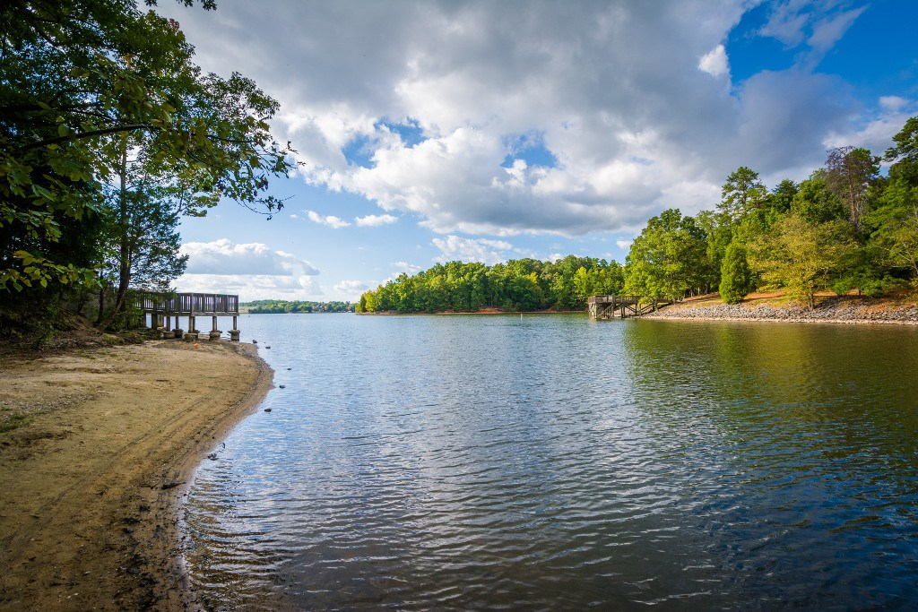Minutes from lake access, local marinas, restaurants and shopping