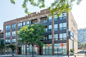 5427 N Broadway St 2-3 Beds Apartment for Rent Photo Gallery 1