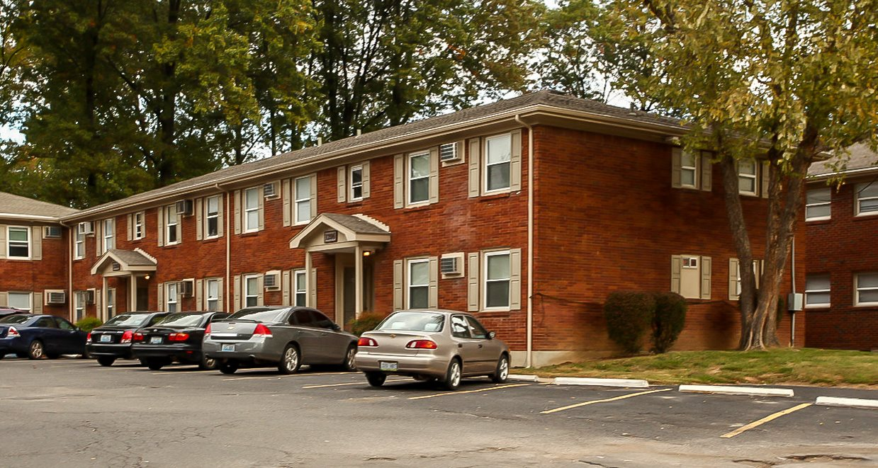 Exterior of Preston Oaks Apartments in Louisville, KY