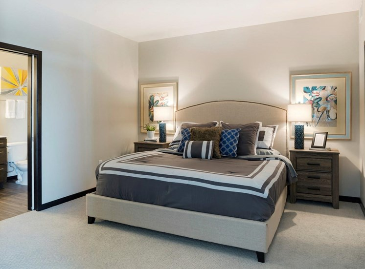Live in Cozy Bedrooms at The Shoreham, St. Louis Park, Minnesota