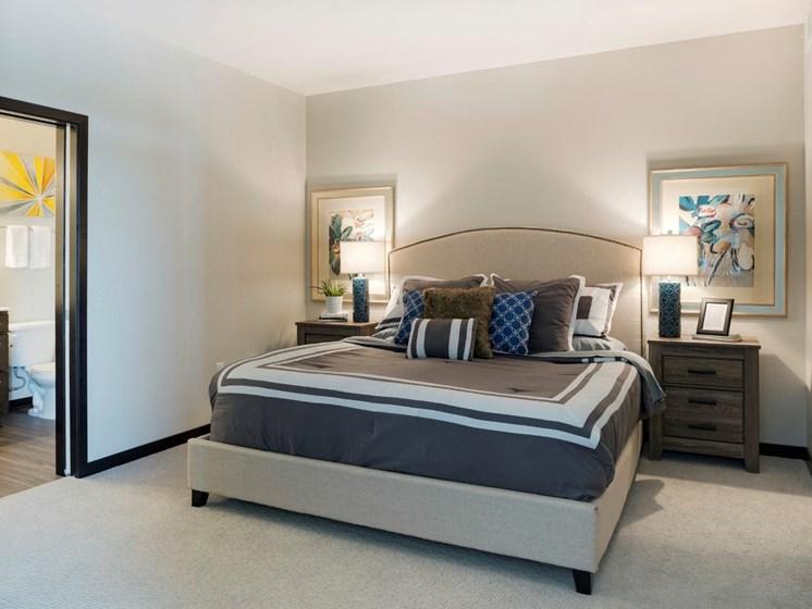 Live in Cozy Bedrooms at The Shoreham, St. Louis Park, Minnesota