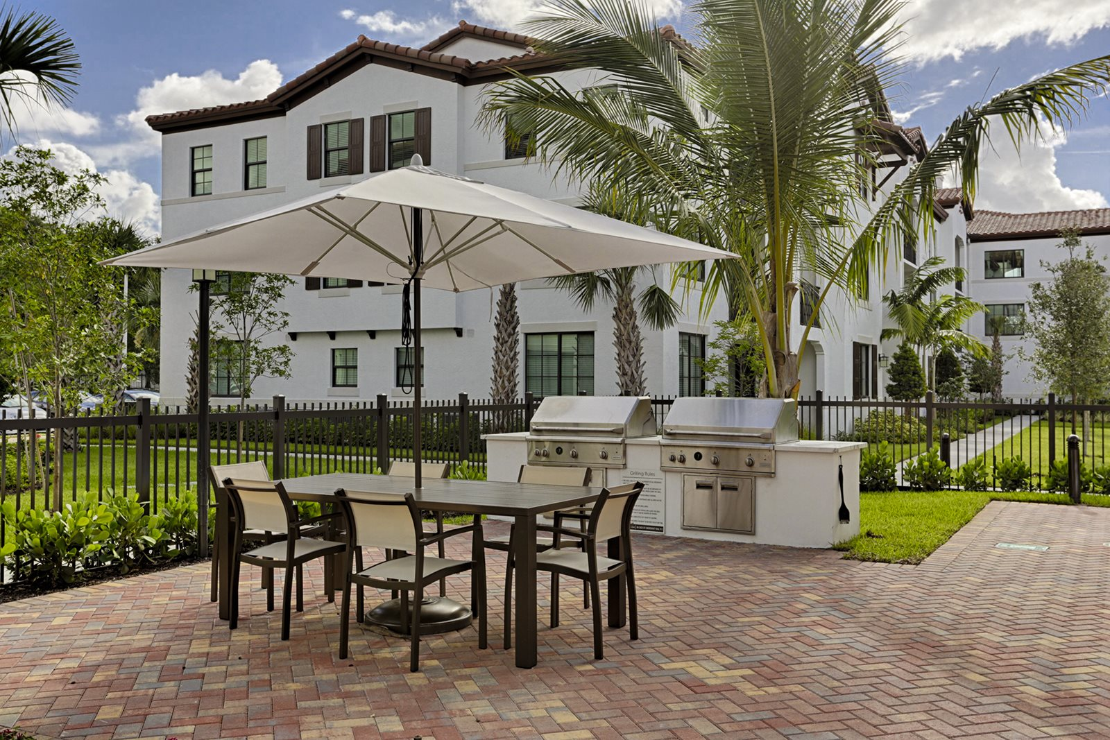 Barbecue Grills- Apartments for Rent in Doral, FL