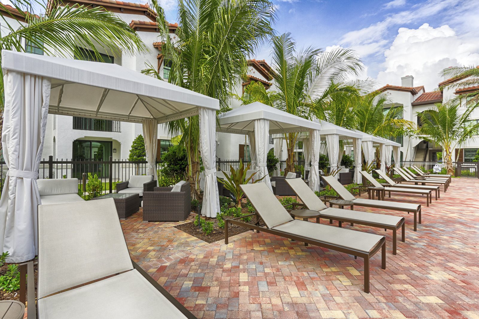 Poolside Cabanas- Luxury Apartments in Doral, FL