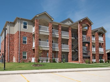 1300 E Meadowlark Blvd 1-2 Beds Apartment for Rent Photo Gallery 1