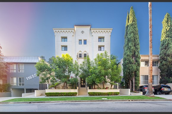 Brentwood-Luxury-Apartments-11649-Mayfield-Exterior-Front