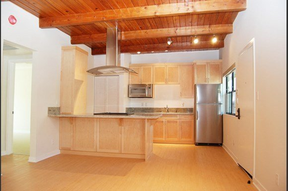 Brentwood-Luxury-Apartments-11665-Mayfield-Avenue-Interior-Kitchen