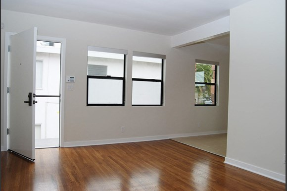 Brentwood-Luxury-Apartments-11665-Mayfield-Avenue-Interior-Living-Room