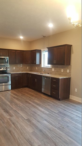 705 Folsom Ln 3 Beds Townhouse for Rent Photo Gallery 1
