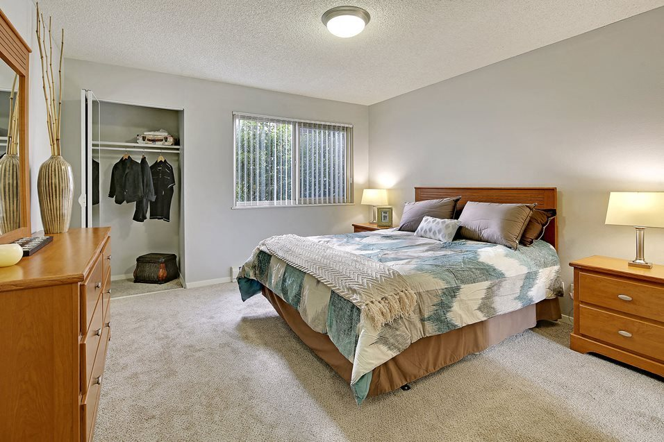 The Galleria Apartment Homes Model Bedroom and Closet