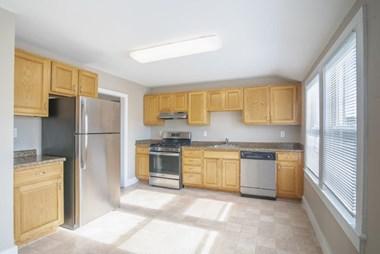 62 Macarthur Cir E 2 Beds Apartment for Rent Photo Gallery 1