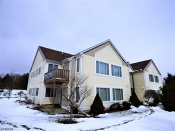 113 Falcon Ridge Way North 2 Beds Apartment for Rent Photo Gallery 1