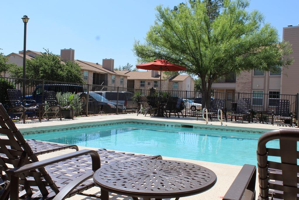Poolside Dining Tables At University Gardens, Odessa, TX
