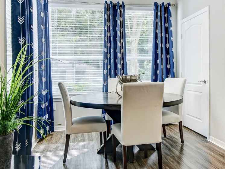 Beautiful Window Coverings, Dinning Table at Tuscany Bay Apartments, Florida