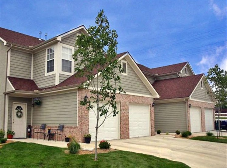 pinecrest townhomes apartments olathe kansas for rent 2 bed 3 bed new