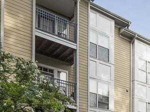 Building Exterior | Creekside Crossing Apartment Homes Lithonia, GA