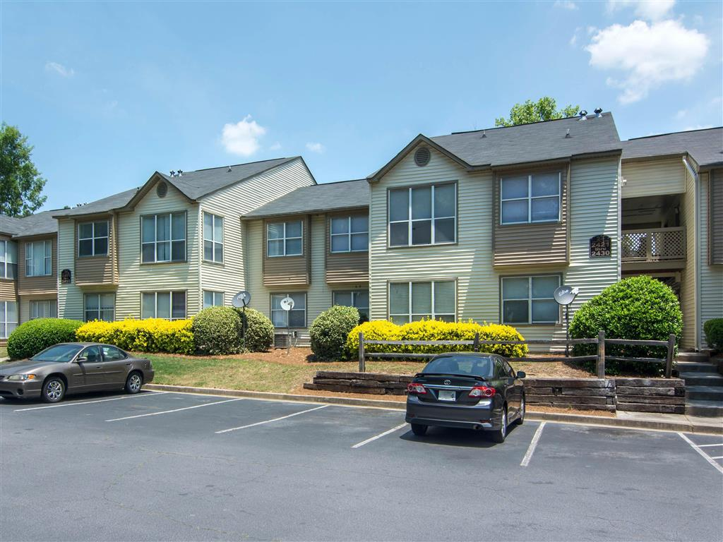 Building Exterior | Landmark at Bella Vista Apartment Homes Duluth, GA