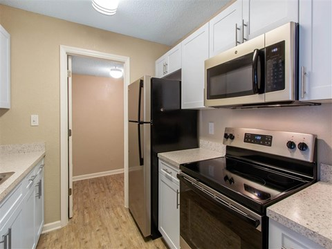 Kitchen | Landmark at Grayson Park Apartment Homes | Tampa, FL