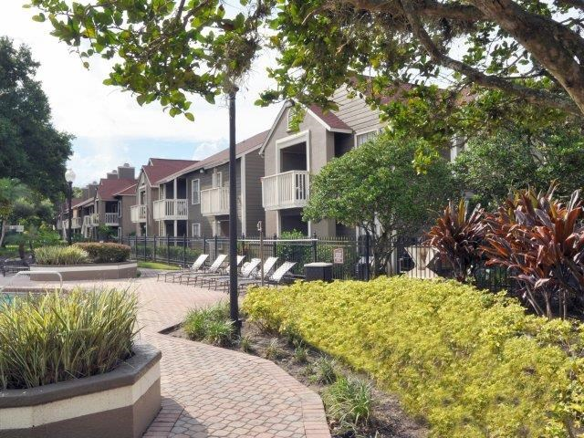 St. James Crossing   Apartments for Rent in Tampa, FL   Landscaping on Sundeck