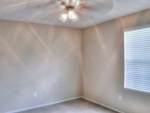 St. James Crossing | Apartments for Rent in Tampa, FL | Bedroom with Ceiling Fan