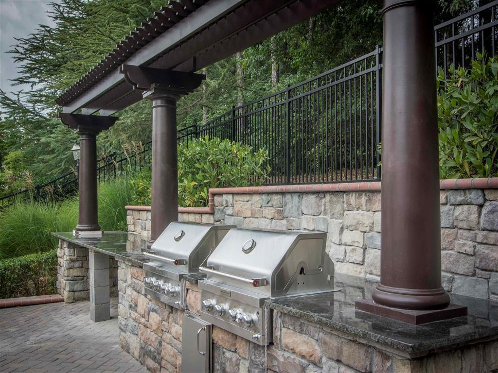 Outdoor Grilling Area | The Retreat at Kedron Village Apartment Homes Peachtree City, GA