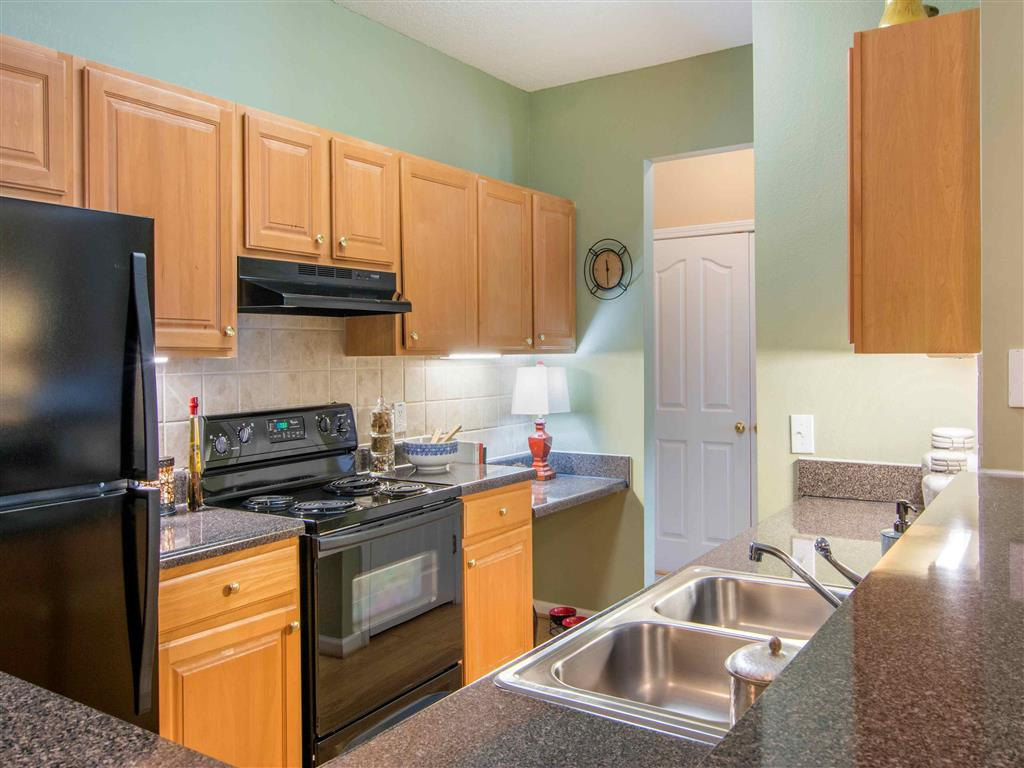 Kitchen | The Retreat at Kedron Village Apartment Homes Peachtree City, GA