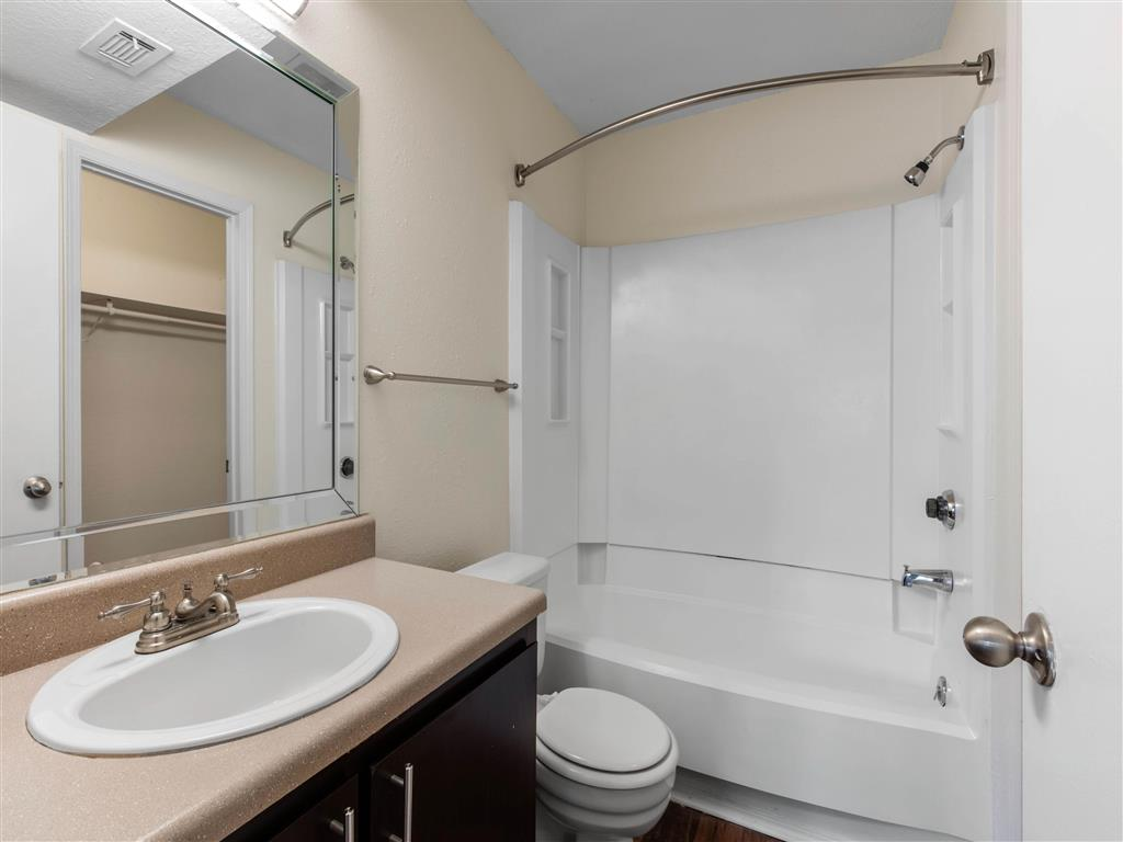 Windsor Park Apartments for Rent in Hendersonville, TN | Bathroom