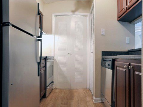 South Pointe | Apartments For Rent in Tampa, FL | Kitchen and Pantry