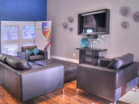 South Pointe | Apartments For Rent in Tampa, FL | Resident Clubhouse Lounge