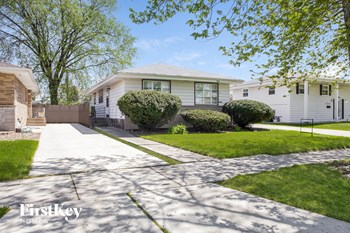 3465 E 170th St 3 Beds House for Rent Photo Gallery 1