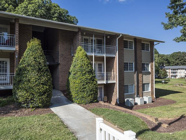 Apartment Building | Grand Arbor Reserves Apartment Homes Raleigh, NC