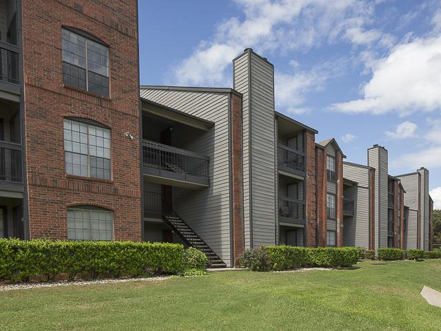 Apartment Building | Landmark at Prescott Woods Apartment Homes Austin, TX
