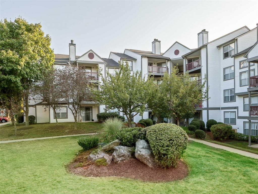The Verandahs Apartments For Rent in Montgomery Village, MD   Professionally Landscaped