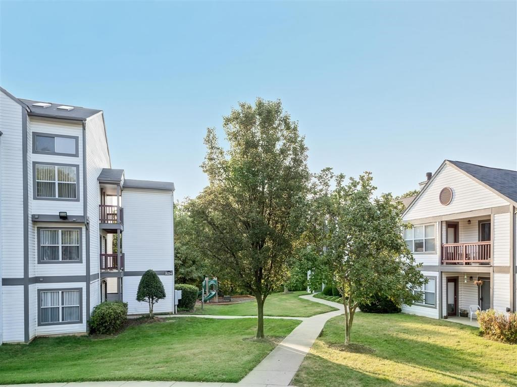 The Verandahs Apartments For Rent in Montgomery Village, MD   Courtyards