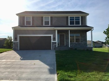 547 S Poplar St 4 Beds House for Rent Photo Gallery 1