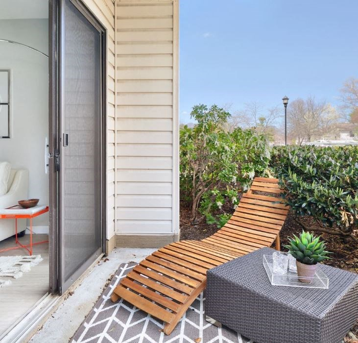 outdoor lounge chair area on apartment patio